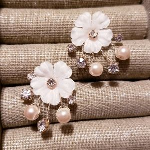 Flower Earrings with pearls and sparkle